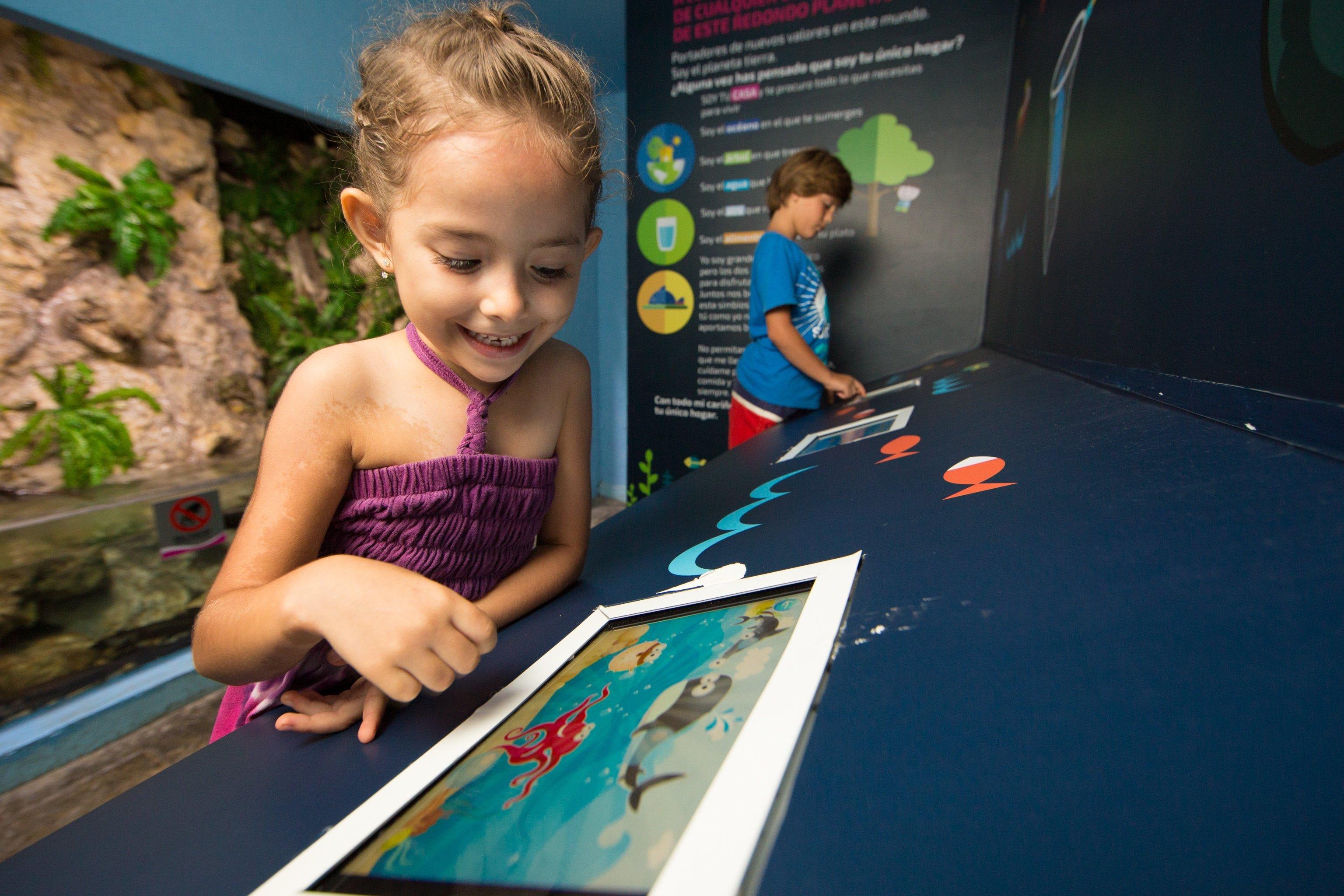 Aprendizaje didactico en la zona de ipads | Aquarium Cancún